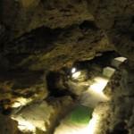 源三窟の洞窟内部