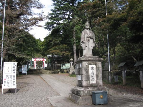 南湖神社の松平定信像