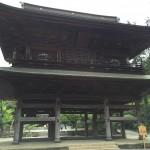 臨済宗大本山の円覚寺を白鷺池から総門を抜けて山門から仏殿へ