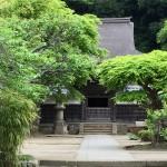 臨済宗大本山の円覚寺の大方丈と妙香池を経て国宝「舎利殿」へ