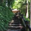 那須の芦野にある「堂の下の岩観音」の初夏の風景