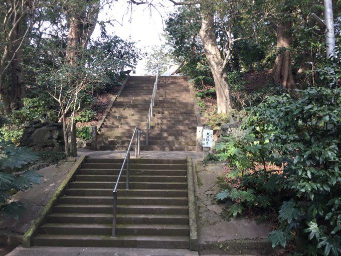 神崎神社(こうざきじんじゃ)階段