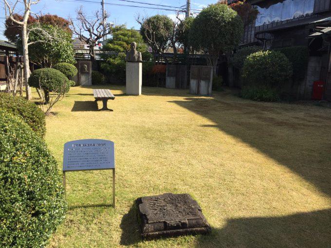 佐倉順天堂記念館の入り口庭
