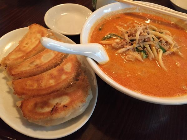 泰興楼(八重洲本店)の担担麺と餃子