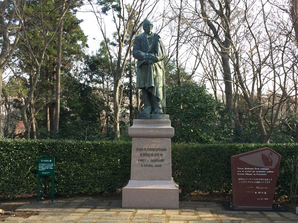 アンデルセン公園のアンデルセン像